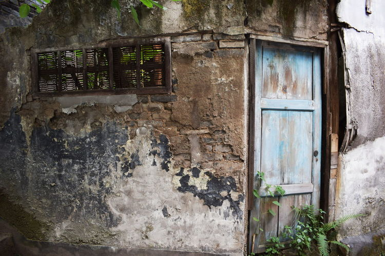 Decay Plant Building Building Exterior Built Structure Damaged Decayed Beauty Decaying Building Decline Deterioration Door House Leaves No People Old Outdoors Run-down Wall Wall - Building Feature Weathered Window