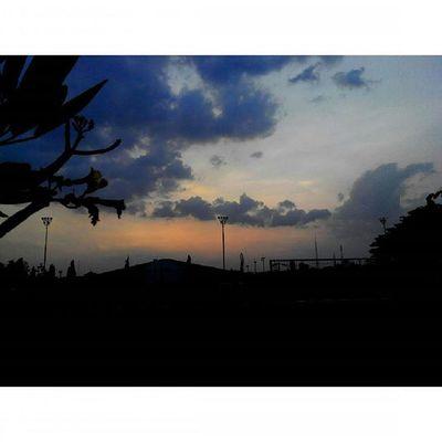 terima kasih... sudah ada... Senja  Jingga di Sabuga Bandung Lenovotography Sunset Pocketphotography Photostory Titik_tiga Lzybstrd