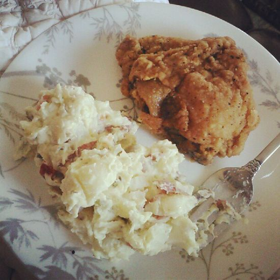 Fried chicken and potatoe salad. I feel like a winner. Friedchicken Delicious Potatoesalad Food yummy fatty