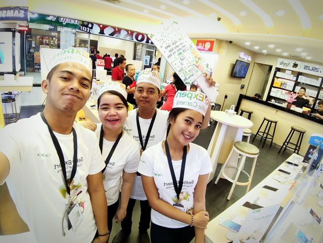 Opportunity Oppocamera OPPO F1f Opposite View Opportunistic Images On The Go Teenager Teamwork Standing Indoors  Lab Coat People Women Occupation Adult Portrait Working Science Laboratory Young Women Young Adult Day Adults Only