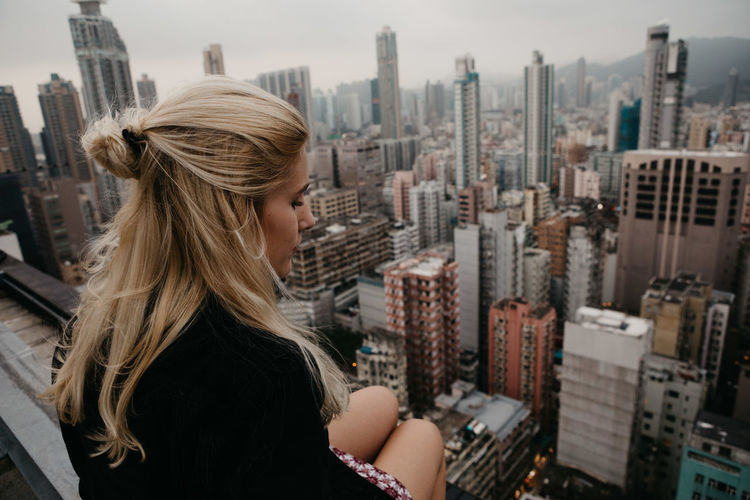 Big City Buliding City City Life Cityscape Exploring Hanging Out Hong Kong HongKong Old And New Rooftop Skyline Strolling Traveling Above Adventure Estate Fassade Friendship High Buildings Old Buildings Roofing Skyscraper View From Above Woman Portrait