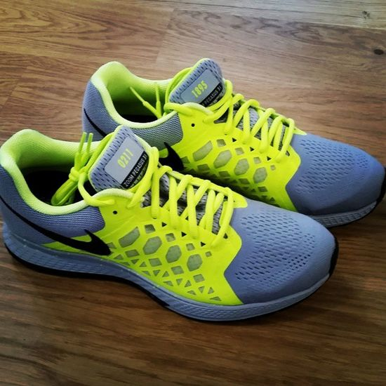 Mit Vollgas in die Woche & gen 120 Jahre Fortunadüsseldorf 😃 1895 Hometown 0211 Düsseldorf MYNIKEiDs Customized JoggingShoes Sneakers Fitness Forteng