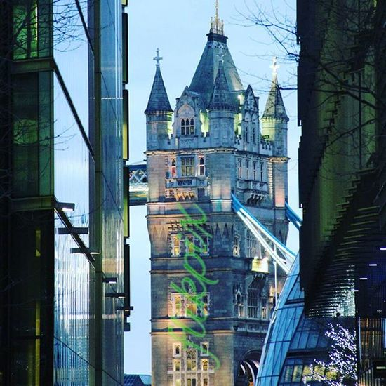 Personally, I think looking through More London is one of the most attractive views of Tower Bridge. Photographer Morelondon Morelondonplace Towerbridge Toweroflondon Greatbritain London Uk Thisislondon Greaterlondonassembly Building Beautifulbuildings