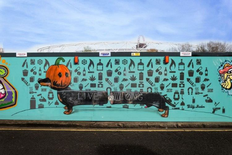 StreetArtEverywhere Graffiti Art STRRET ART/GRAFFITI London LONDON❤ Urbanarts Street Art Dog Adogisforlife Creativity Graffiti Londres Londra LiveLong