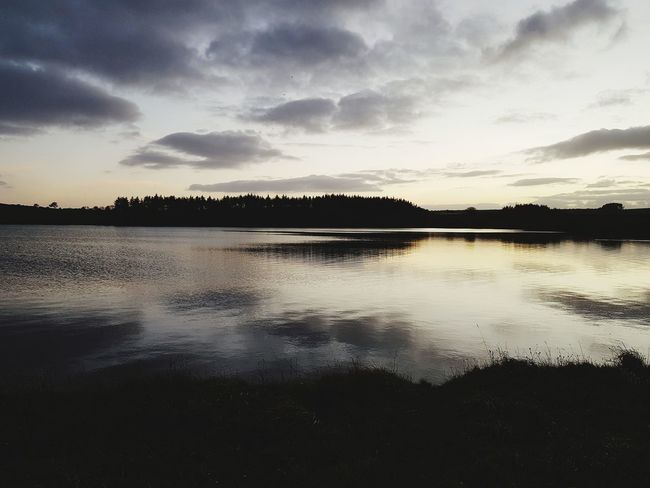 Beauty In Nature Horizon Over Water Dramatic Sky Outdoor Pursuit Cloudscape Reflection Lake Water Landscape Cloud - Sky Sky Sunset Tranquility Scenics No People Outdoors Nature Tree Day