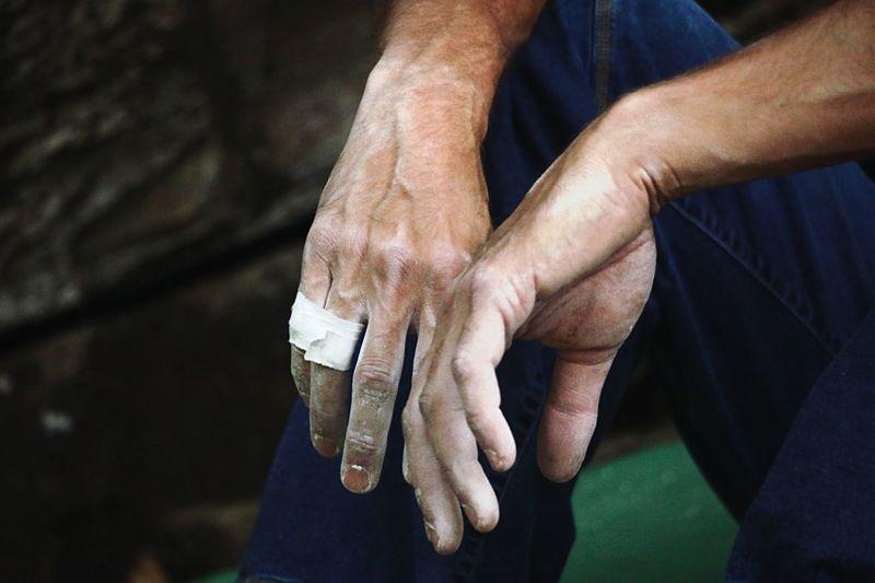Lifestyles Sport Bouldering Boulder Hands EyeEm Selects Hand Human Hand Human Body Part Real People Men The Portraitist - 2018 EyeEm Awards Lifestyles