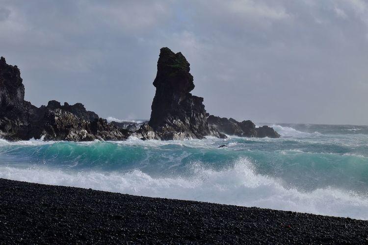 Treacherous waves at Djúpalonssandur Waves Surf Beach Nature Rocks Coastline Fujifilm Fujifilm_xseries Beauty In Nature Coast Sea Scenics Blacksand Seaside Snæfellsnes Blacksandbeach Djúpalónssandur Beach Iceland
