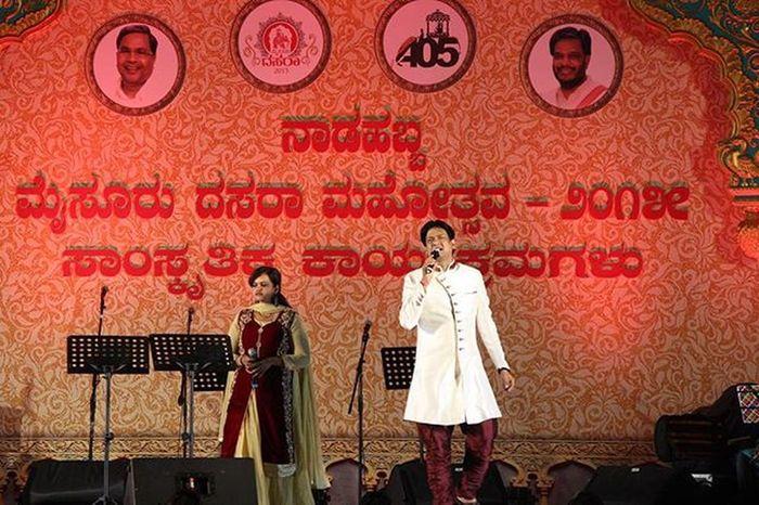 Vijay Prakash Sir...! He is my frst celebrity to get into my frames...! U r just awesome sir...! Lens: 55-250mm Music Celebrity Kannada Singer  Canon Sunny_Frames