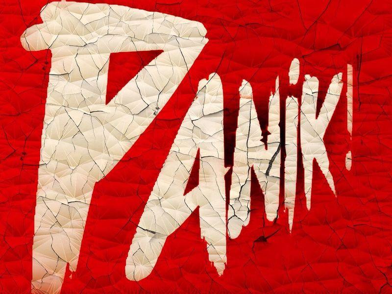 Panik Head. Panik  Buchcover Red No People Paper Close-up