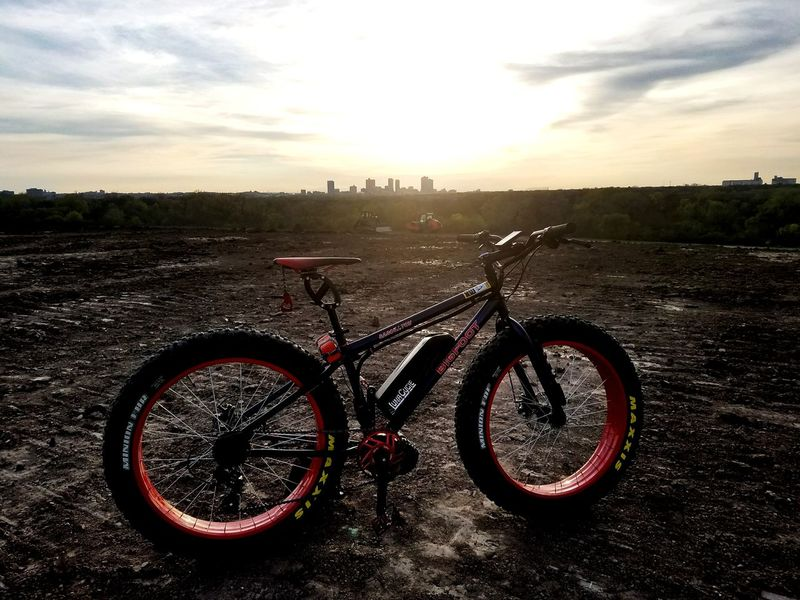 Fat tire mountain bike with electric kit posed in the foreground of downtown Fort Worth, TX. Bicycle Cycling Transportation Mode Of Transport No People Stationary Outdoors Sunset Mountain Bike Sky Pedal Wheel Fatbike FatbikeadventuresMountainbike Horizon Cloud - Sky Nicepic Horizon Over Land Fatbikelife Fatbikes Fatbikeculture Fatbikelove Fatbikeworld City Skyline