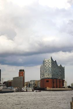 Nature Beauty In Nature Sunlight Outdoors Focus On Foreground Architectural Column Architectural Detail Built Structure Building Exterior Shipping  Shipyard Ships On The Water Elbphilharmonie Hamburg River River Elbe ♥️ Sky And Clouds City Modern Skyscraper Business Finance And Industry Sky Architecture Urban Skyline Building Tall - High Exterior Cityscape Financial District