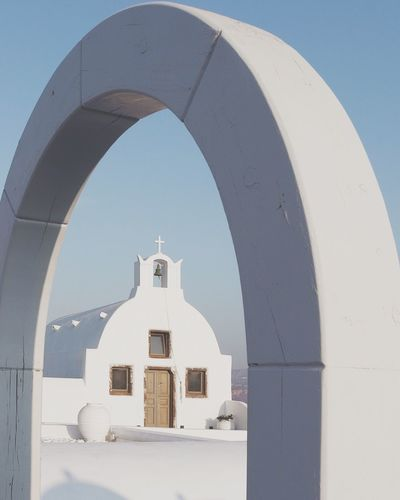 Arch Architecture Built Structure White Color Religion Building Exterior Day Place Of Worship Outdoors No People Whitewashed Clear Sky Sky EyeEmNewHere Santorini, Greece Architecture Blue Oia Santorini The Week On EyeEm