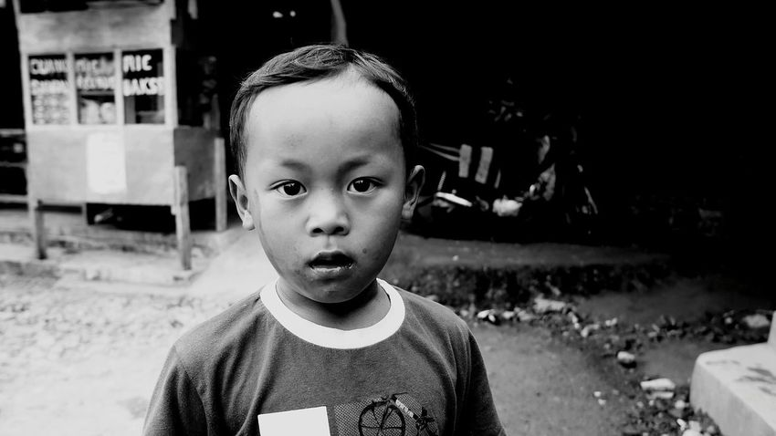 Childhood One Person Child Children Only Portrait Looking At Camera Headshot Real People One Boy Only People Indonesian Street (Mobile) Photographie Close-up