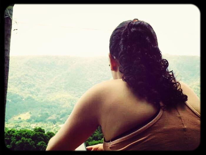 ' Além do horizonte deve ter, algum lugar bonito pra viver em paz '