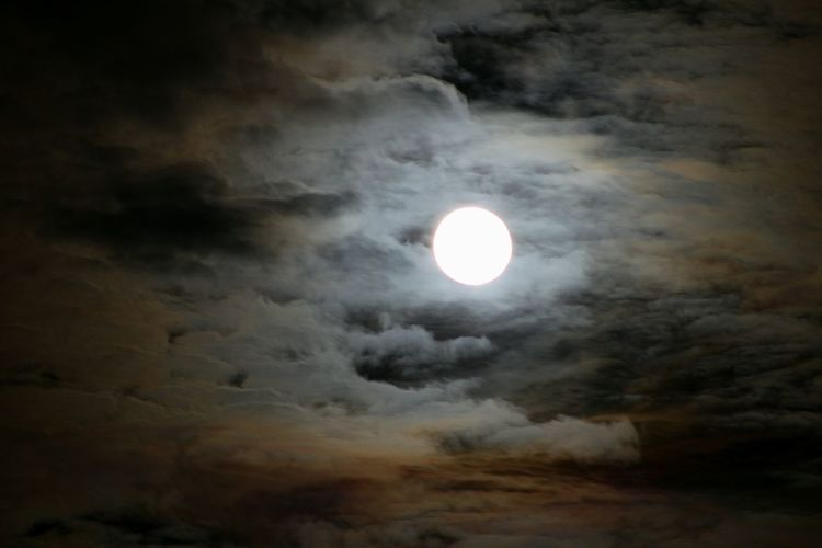 Moon Illuminated Night Astronomy No People Moonlight Beauty In Nature Sky Nightphotography Night Lights Moody Sky Moody Full Moon Night  Clouds On Fire Colors Night Colors Night Colours Magical Magic Moments Magical Moon Magical Sky Nature Space Outdoors