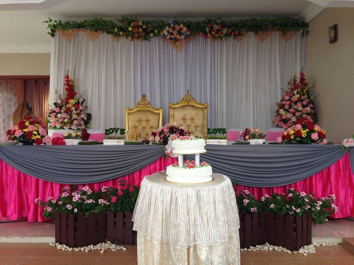 Traditional of Malaysia wedding Wedding Wedding Day Wedding Ceremony Makan Beradam Couple Flower Curtain Pink White Background Cake Cake Time Luxury Elégance Home Interior Home Showcase Interior