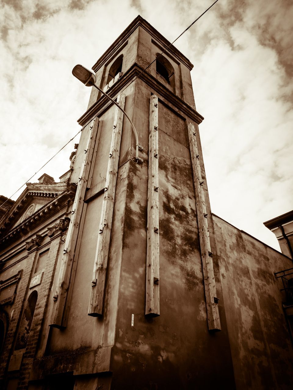 low angle view, architecture, built structure, building exterior, sky, cloud - sky, no people, history, religion, place of worship, day, outdoors, spirituality, clock tower, bell tower, clock, ancient civilization, city