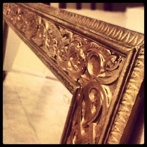 @Mimihoyer och jag gjorde ett jävla fynd till vår kommande lägenhet idag :) Mirror Spegel GULD Class