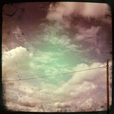 Un robot mira las nubes. #Hipstamatic #BuckhorstH1 #Float #BerryPop Cloud Float Cielo Mextagram Nube Buckhorsth1 Igersmexico Berrypop Hipstamatic Sky