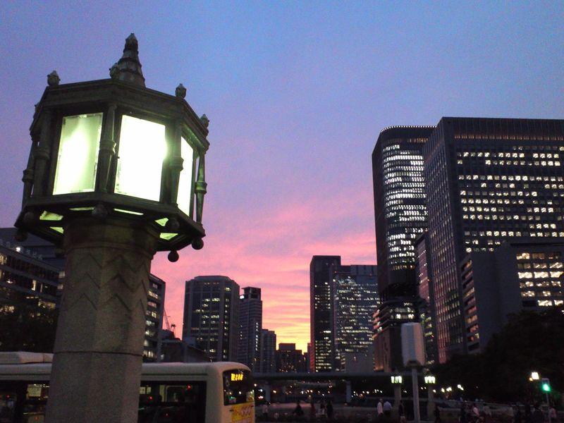 淀屋橋からの夕焼けが綺麗でしたね。真っ赤に空を染めて。 夕焼け
