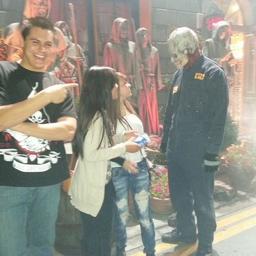 Lol we made a new friend! Aha wouldn't take a pic with us though! ? Lol Newfriend Monster Universal UHN aha my bro is laughing at us! @aleeeecastro @davidsailors