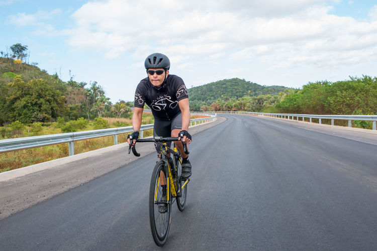 Speeding Bike Road Cycling One Person Adults Only Bicycle One Man Only Front View Only Men Adult Transportation Headwear Portrait Cloud - Sky Day Outdoors Sky People