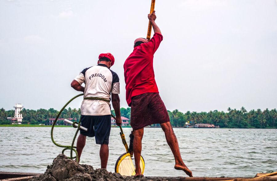 Fishermen Fishermen's Life Fishing India Indiani Indians  Kerala Kerala India Mare Men Pesca Pescatori Real People Sea The Photojournalist - 2016 EyeEm Awards