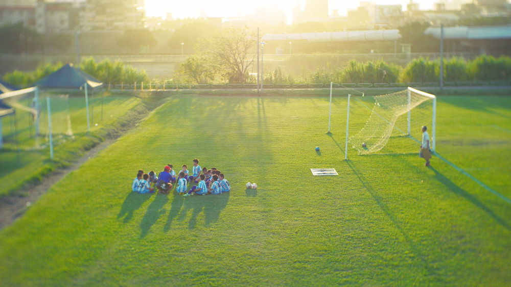 賽後會議 Taking Photos Kids Soccer Sunlight Creative Light And Shadow