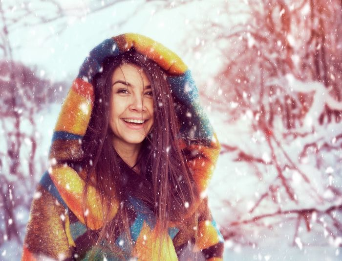 Portrait of a smiling young woman during winter