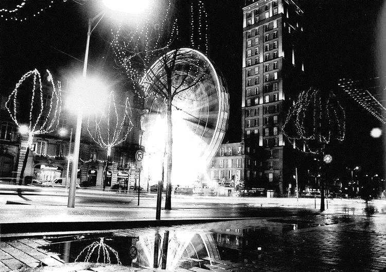 Vintage Camera Analog Minolta Film Reflection City Streetphotography Blackandwhite Urban Landscape France