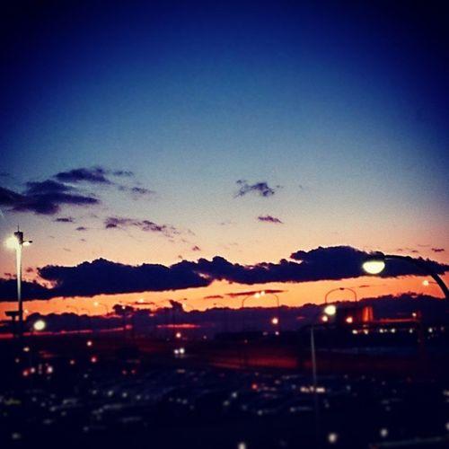 good-bye( ´∀`)/~~大阪の旅 今日はそれしにても冷えますなぁ。 成人の日で振り袖姿の女性を見ながら、大阪の街をぶらぶらして楽しかった~♪ ちょこちょこ思い出を載せていこう♪ 関西空港 第2ターミナル 大阪の旅終了 空港 夕焼け 茜色 群青色 橙色 色彩 やっぱり空港の景色は綺麗だ