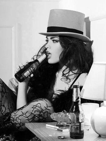 Women Black & White Rebelle Drink