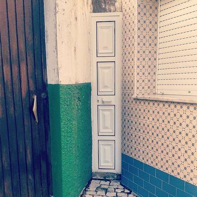 Acho que encontrei a porta mais pequena do mundo. Ilhavo Aveiro Portugal