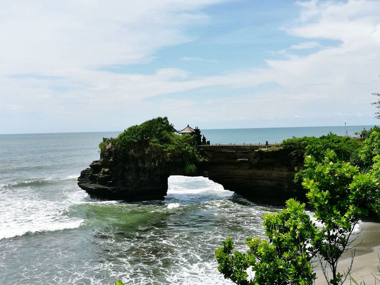 Enjoying the view of Tanah Lot Bali No People Horizon Over Water Outdoors Bali Baliphotography Bali Art And Culture HuaweiP9 Huaweiphotography Travel Destinations