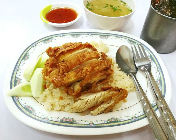 Hainanese chicken rice, fried chicken with rice. Hainanese Chicken Rice Hainanese Hainanese Chicken And Rice Thai Food Thaifood Thai Street Food