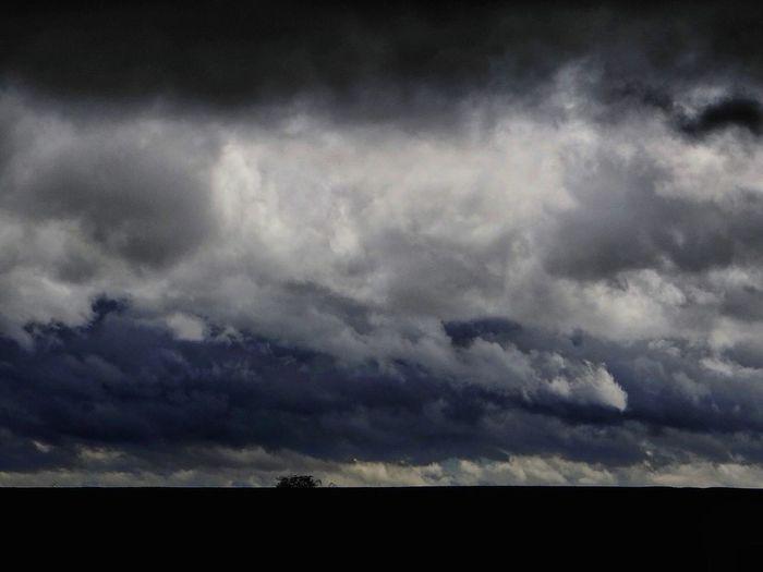 Promenade un jour d'orage Storm Storm Clouds Clouds Lanscape