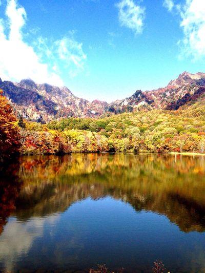 長野県 長野市戸隠 鏡池 戸隠山と西岳 の 紅葉 と 映し出された 信州の秋は本場を迎えました🍂✨ Arte_of_nature Autumn Leaves Autumn Colors Fall Beauty Colors Of Autumn Nature_perfection Lake The Week Of Eyeem