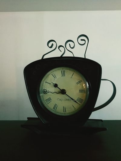 Coffee Cup Clock Clock Desk Vintage Old Antique Artistic Unique Clock Time No People Indoors  Clock Face Minute Hand Instrument Of Time Still Life Clock Hand Alarm Clock Circle Table Single Object