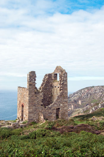 """Wheal Edward, Old Tin Mine Engine House, Location for the BBC """"Poldark"""" TV Series, Cornwall UK Cornwall Life Cornwall, UK. Wheal Edward Architecture Building Built Structure Cornwall Cornwall Uk History Nature No People Old Outdoors Poldark Poldark Country Poldark Location Poldarkcountry Ruined Sky The Past"""