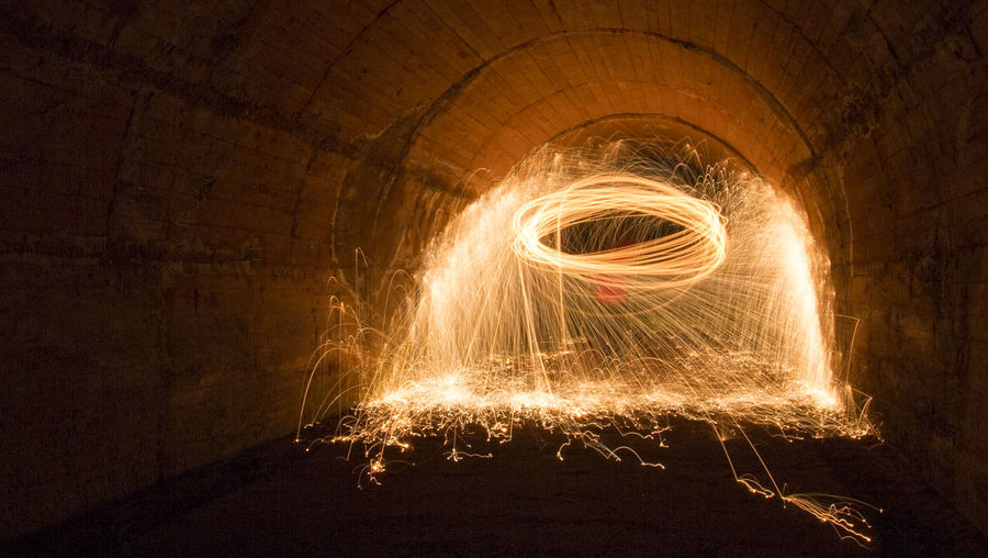 Long exposure into the tunnel Glowing Illuminated Indoors  Lana De Acero Larga Exposicion Long Exposure Night No People Steelwool Steelwool Steelwoolphotography Steelwoolphotography Wire Wool Wool Be. Ready.