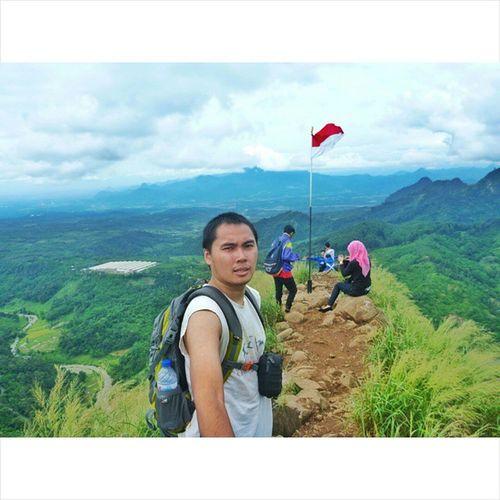 Salah satu kebesaran tuhan yang diciptakan di indonesia, gunung batu jonggol. Alonetraveler Alonetrip Panasonic  Lumixft4 MyAdventure Mytrip My Selfie INDONESIA Iloveindonesia BeautifulIndonesia Onedaytrip Yukwisata Travelindonesia
