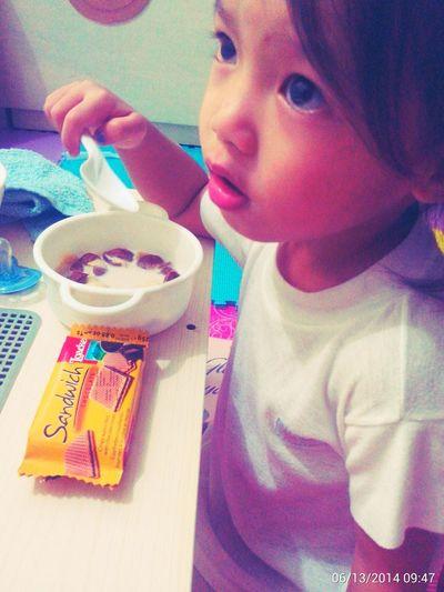 Jj She Cha Enjoying Life another morning enjoying breakfast+koko crunch+loacker sandwich Watchingtv Hi5