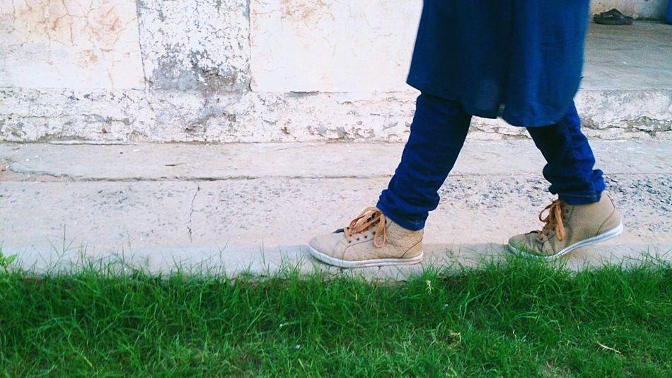 Enjoying Life Taking Photos Green Green Green!  Random :) Hanging Out Walking Around Sneakers Jeans Joggers Pavement