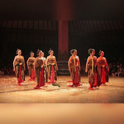 NO ENDS Oyikk Worlddanceday Solovely Instadaily indonesia dance dancers javanese