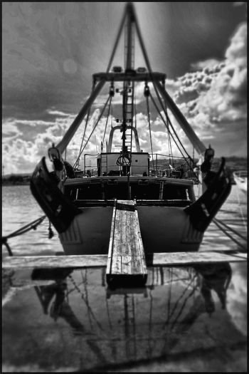 Boat Barca Da Pesca Nautical Vessel Transportation Boat Mode Of Transport Moored Harbor Sky Water Outdoors Commercial Dock Day No People Nature Mast Shipyard Sailing Ship Oil Pump