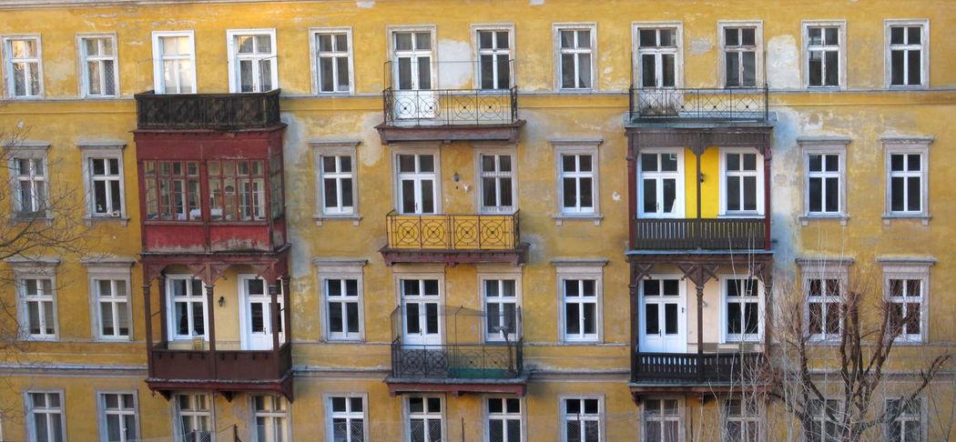 Renovierung Altbau Apartment Building Building Exterior Residential District Window Yellow