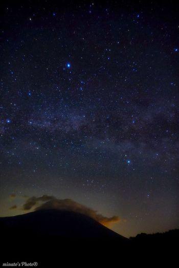 天の川と雲に覆われた富士 Mt_FUJI Night View 富士山 Eyemphotography EyeEm Best Shots Eyem Gallery 富士宮 EyeEm 静岡 夜景 天の川 Milky Way
