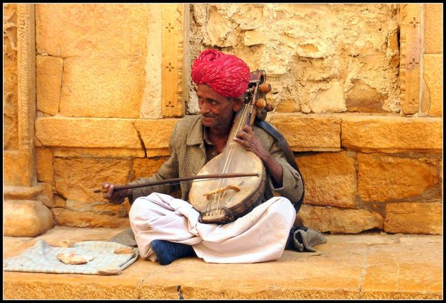 Artists Casual Clothing Day Desert Beauty Desert Life India Jaiselmer Lifestyles Musicians Outdoors Performers Rajesthan Singers Travel Photography Turbans Urban Lifestyle
