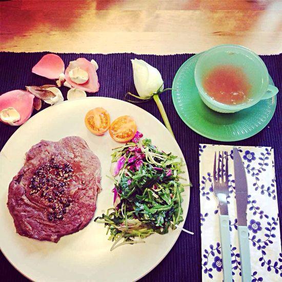 簡單晚餐~ Dinner Photography Steak Rose Tea Rosé Flower Enjoying Life Food Home Taipei