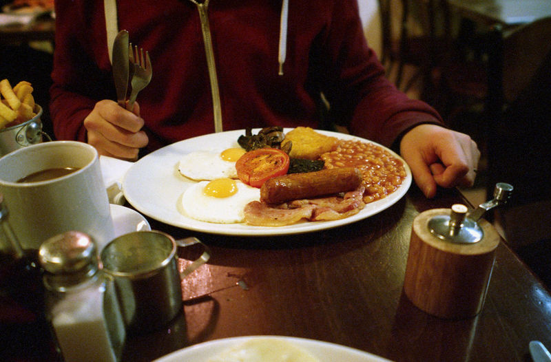février 2017, London #35mm #breakfast #englishbbreakfast #filmisnotdead #filmphotography #ishootfilm #naturaclassica Close-up Food Food And Drink Healthy Eating Human Hand Indoors  Men Plate Ready-to-eat Table The Street Photographer - 2018 EyeEm Awards